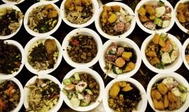 Varm aftensmad. Portionerne og maden varierer alt afhængig af dagens donation